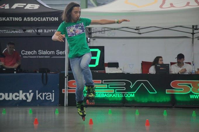 Freestyle slalom skating